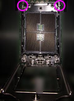 Ryzen Threadripper マザーボードにCPU取付-2