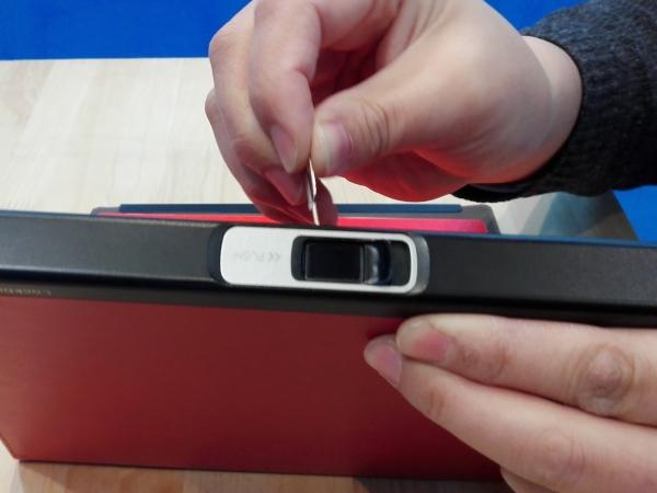 多機能ノート「LOCKBOOK」SIMピンを設定ボタンに軽く1回挿す