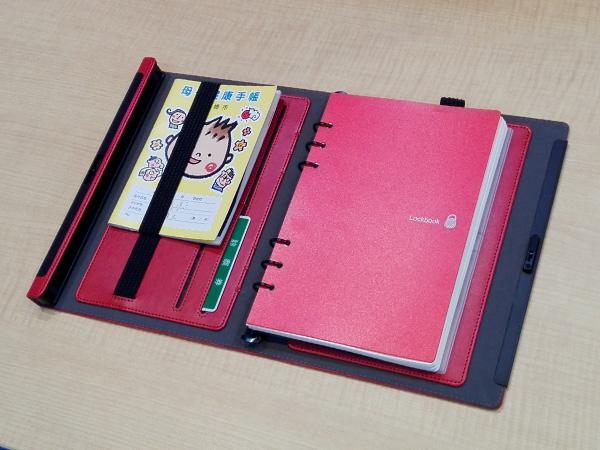 多機能ノート「LOCKBOOK」使用例、母子手帳を挟んでみる
