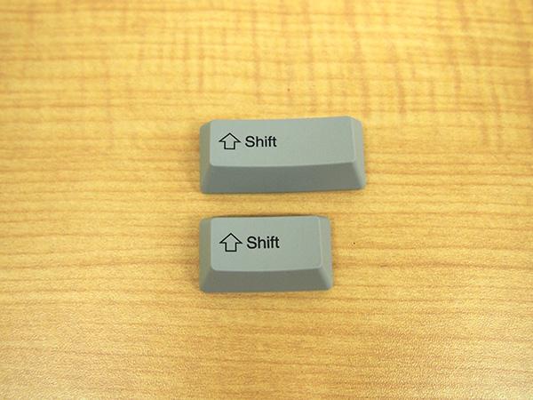 REALFORCE A、REALFORCE SAの [Shift]キーは大きさが異なり見分けが付きます。