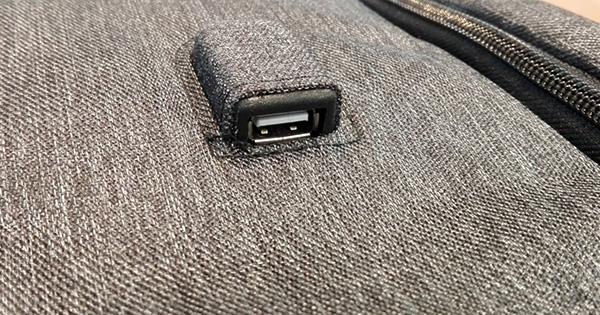 多機能バッグ「UDEE」USBポート
