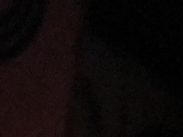 店内が真っ暗の状態をiPhoneで撮影
