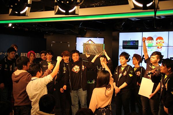 父ノ背中ファンミーティングの最後にはRAZERのゲーミングデバイスなど豪華賞品が当たるじゃんけん大会を開催。