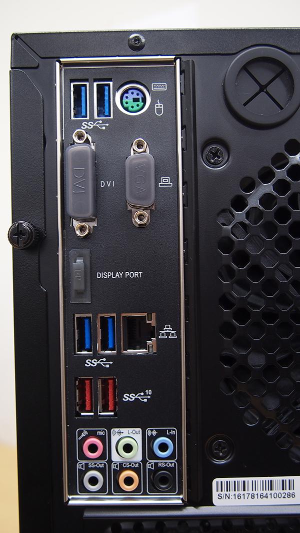 LEVEL-R037-i7K-XNA-XV [Windows 10 Home]背面I/Oパネル:使用しないポートにはキャップでフタがされています。