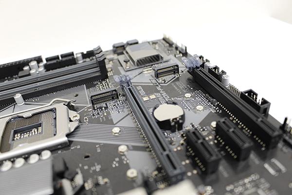 PCI Express 3.0 x4のM.2 スロットにOptaneメモリーを追加します。