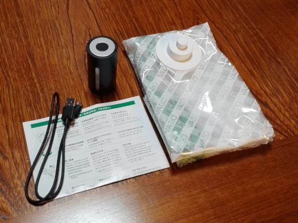 パッケージ内容(VAGO本体、microUSBケーブル、専用真空バッグ(圧縮袋)Mサイズ、簡易マニュアル)