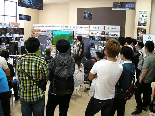 イベント開始されると会場は満員。立ち見が出るほどに!