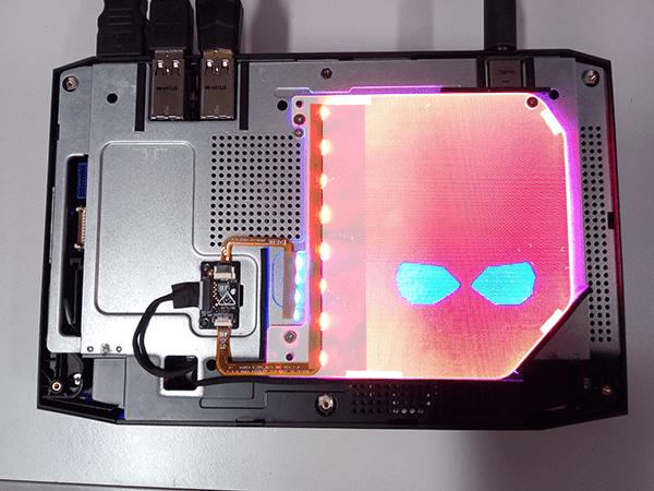 再起動後、設定した色にLEDイルミネーションシートが発光します。