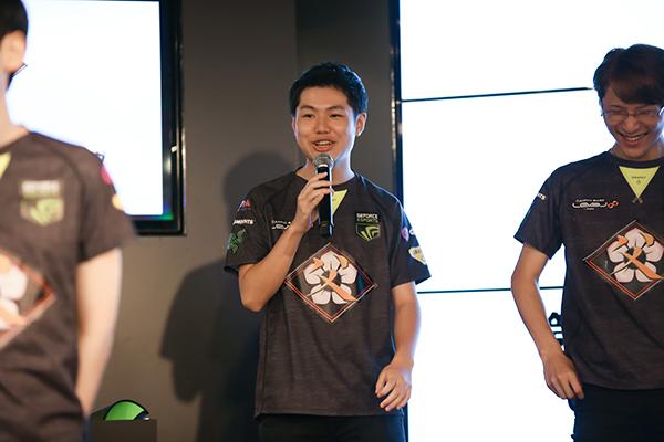 左側:工兵選手 右側:中川ランド・ラ・ヴァリエール選手