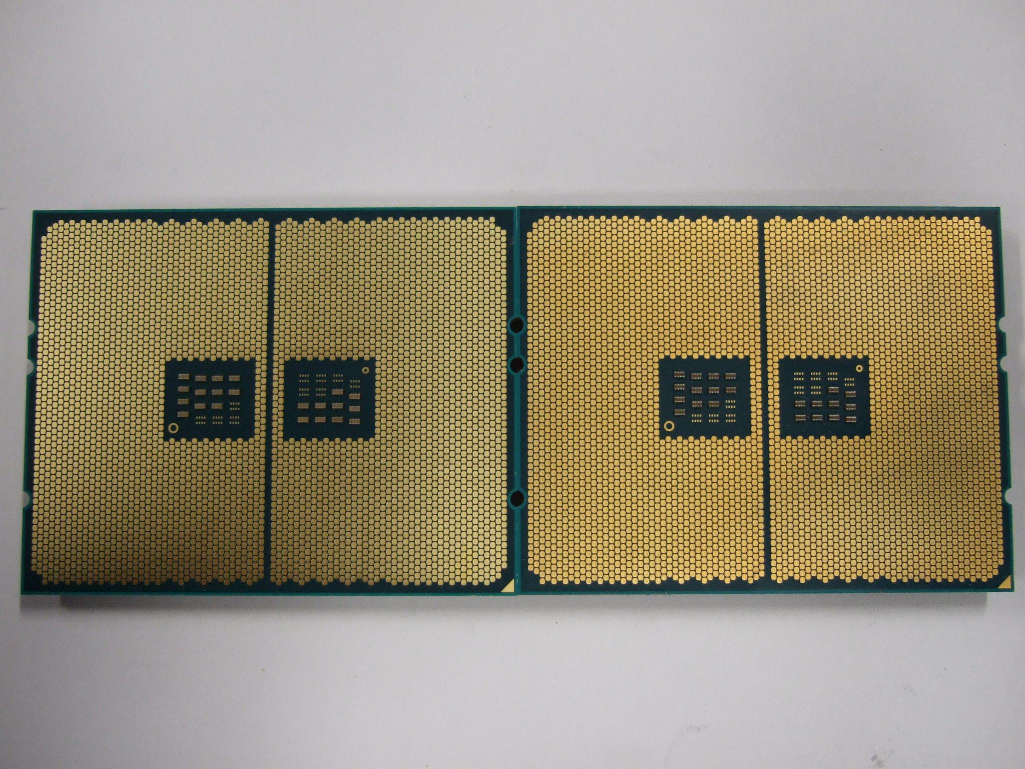 《左:Ryzen Threadripper 2950X / 右:Ryzen Threadripper 1950X 》中央のコンデンサの配置まで全く同じです