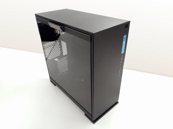 ガラスサイドパネルが特徴のIN-WIN IW-CF06B 303-Black