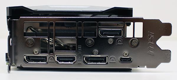 GeForce RTX 2080 Ti 出力端子。右下にVirtualLink用のUSB Type-Cコネクタ。はみ出したファンカバー部が3ストッロ目を使用。