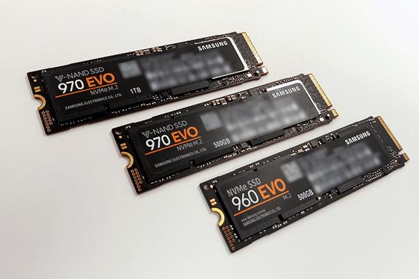 左奥からSAMSUNG 970 EVO 1TB、500GB、960 EVO 500GB