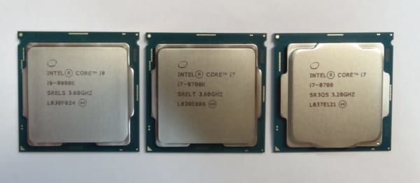 左:Core i9-9900K、中央:Core i7-9700K、右:Core i7-8700 》 第9世代と第8世代ではヒートシンクの形状が異なっています