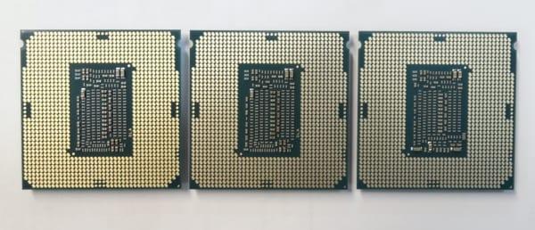 左:Core i9-9900K、中央:Core i7-9700K、右:Core i7-8700 》 第9世代と第8世代では中央のキャパシタ配置が若干異なっています