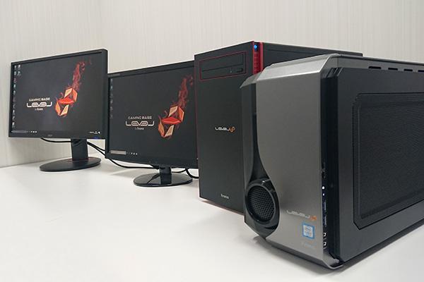 右手前からゲーム用PC、キャプチャ用PC、キャプチャ(録画・配信)用モニター、ゲーム(プレイ)用モニター