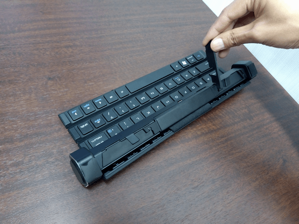 Gotypeのキーボードに収納された固定スタンド