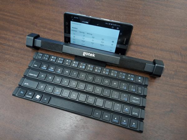Gotypeのキーボードにスマホを設置