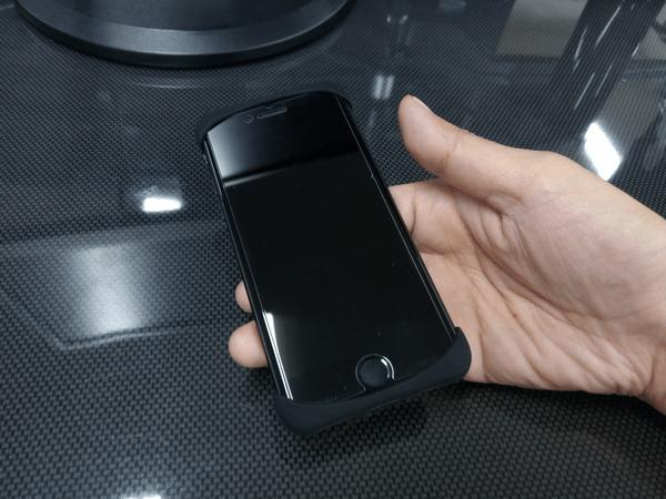 iPhone 7に取り付けた「Palmo(パルモ)」使用例(ブラック)