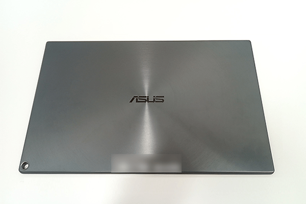 ASUS「ZenScreen Go」背面のASUSロゴの刻印