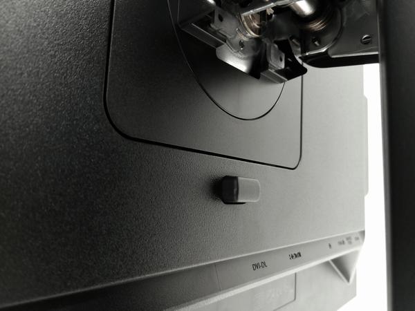 PV270 背面のクイックリリースボタン