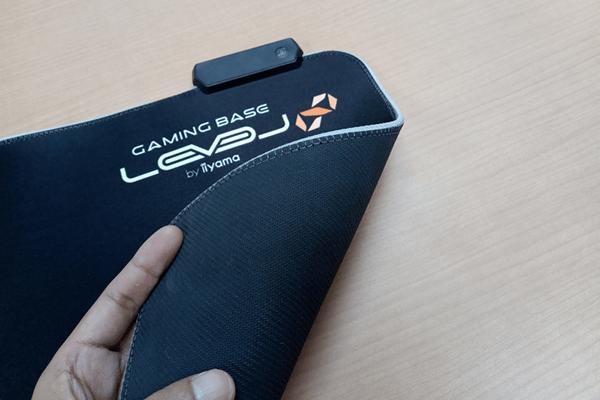 ゲーミングマウスパッド LEV-RGB-DM01/BK裏面の滑り止めのラバー加工