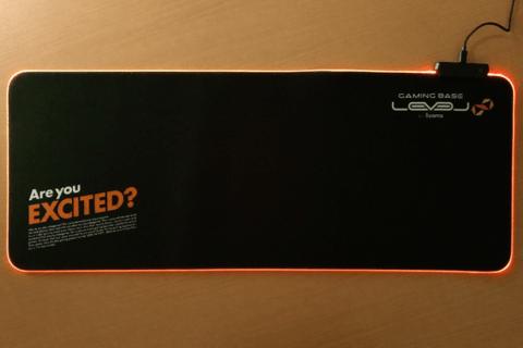 LED搭載 大型ゲーミングマウスパッド レビューのイメージ画像
