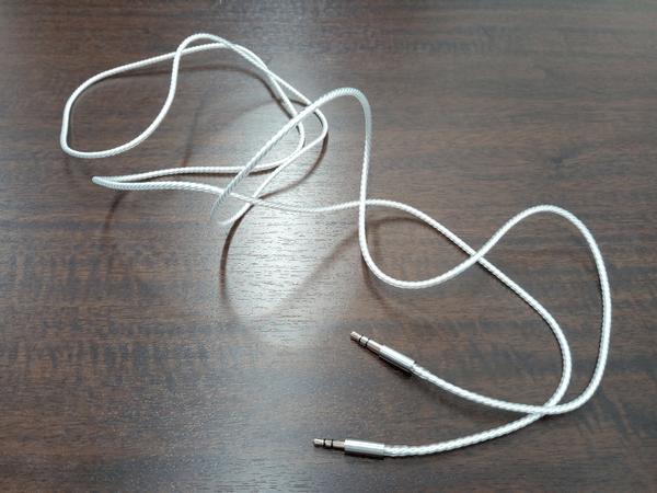「LUZLI Roller MK01」に付属の銀メッキされた無酸素銅の1.5M脱着可能なケーブル
