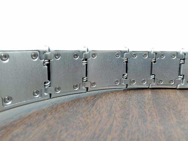 「LUZLI Roller MK01」ヘッドバンド内側のステンレススチールスプリング