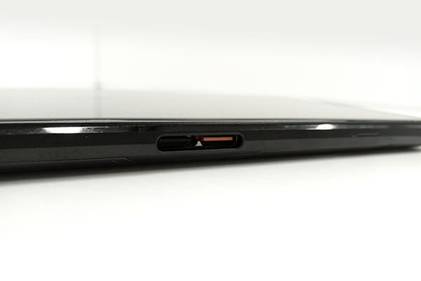 ASUS「ROG Phone」本体側面のUSB Type-Cポート