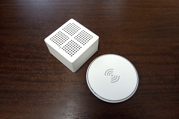 WASHWOW 2.0本体とワイヤレス充電器