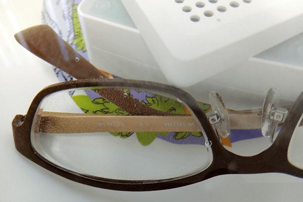 WASHWOW 2.0でメガネを除菌中の様子