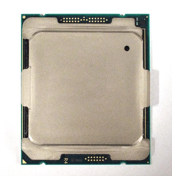 第9世代Core X プロセッサーの表面。ヒートスプレッダーの形状は第7世代Core Xと同一となっています。