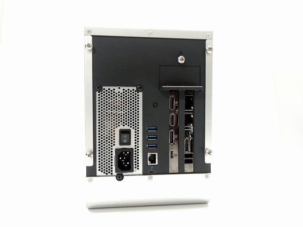 外付けGPU BOX背面の各種インターフェイスと映像出力端子