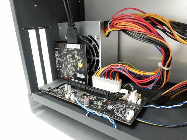 外付けGPU BOXの電源ユニットとメイン基盤