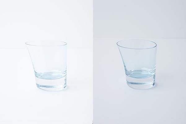 左が陶器を撮影したときと同じ設定。グラスの縁が背景に溶けてしまっているので右のように明るさを調整するのだが…