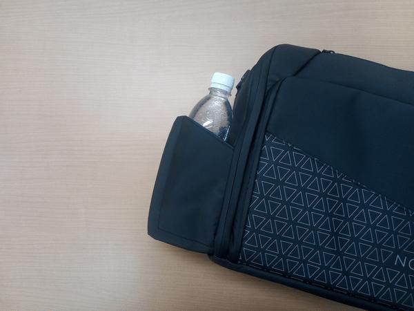 NOMATICシリーズメッセンジャーバッグの水筒ポケット