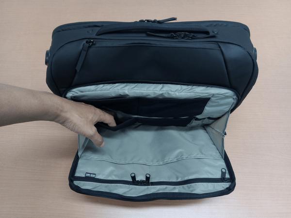 NOMATICシリーズメッセンジャーバッグのメッシュゴム紐ポケット