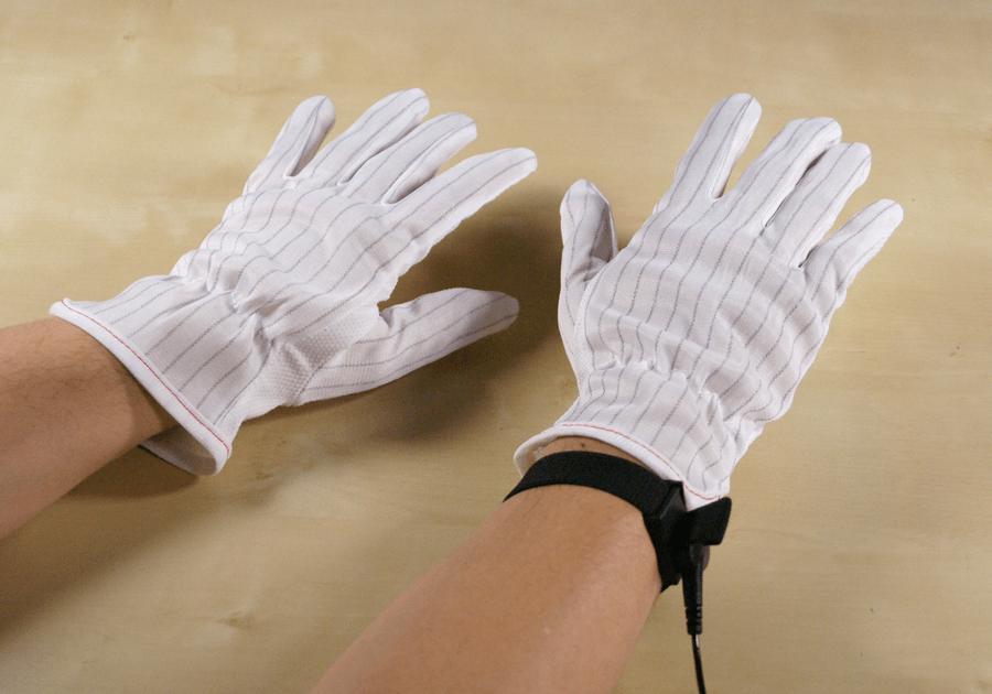 静電気防止手袋と静電気防止リストバンドを着用したところ