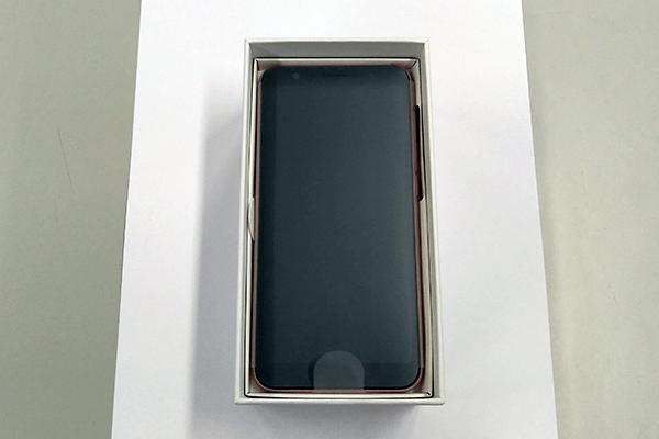 ZenFone Live(L1)本体を取り出す