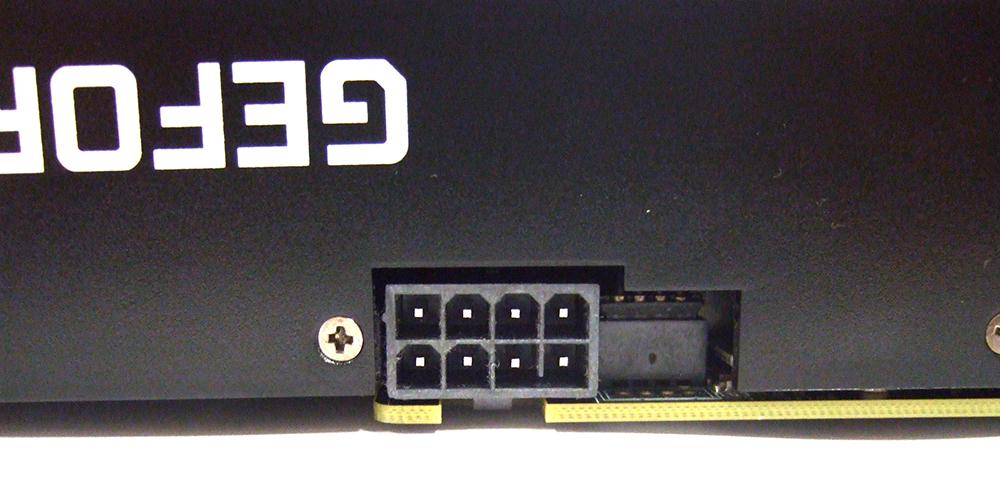 電源コネクタは、8Pin のみとなっています