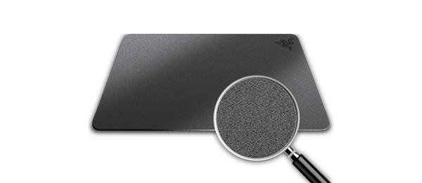 硬質タイプのマウスパッド(ハードアルミニウム製 Razer Manticor)