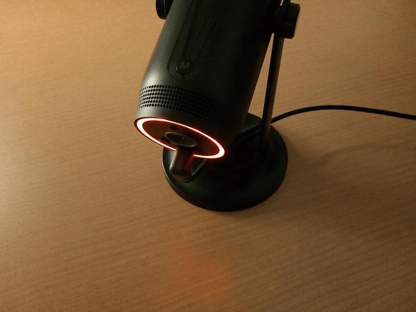 MDRILL ONEの底面搭載のライトを赤色で発光させた状態