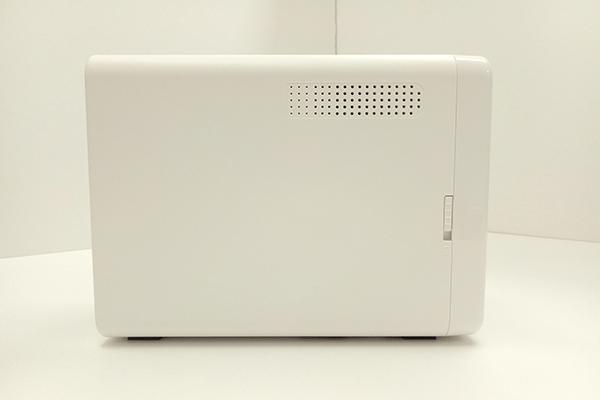 QNAP TS-251B左側面の通気口