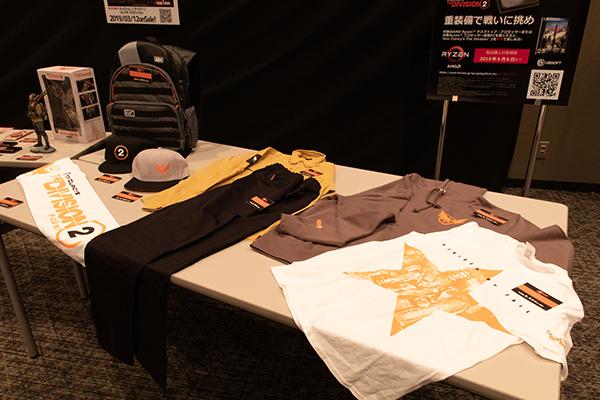 Tシャツやタオル、キャップ、バックパック等も用意されていました
