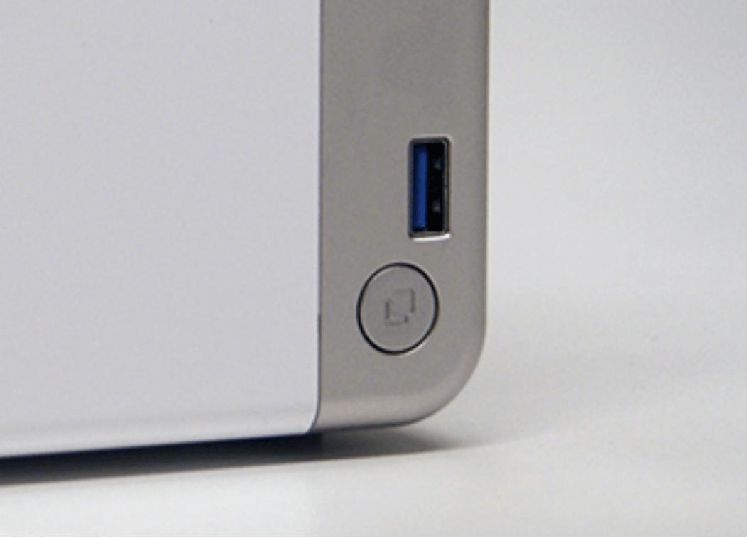 前面USBポートにUSBメモリ等を接続し、その下のボタンを押すだけでコピーが可能