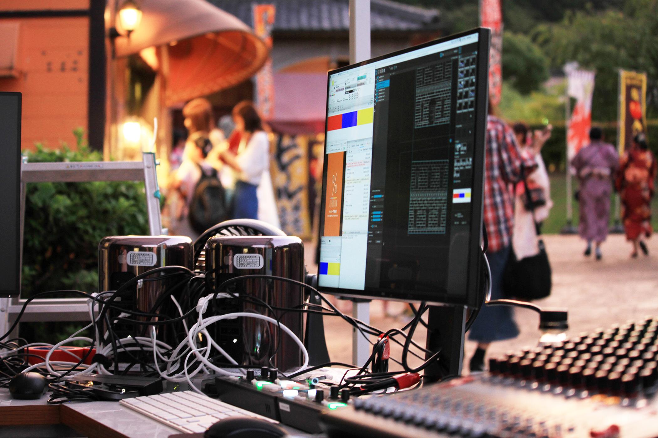 専用ソフトなどを使っているテーマパークでのプロジェクションマッピングの例