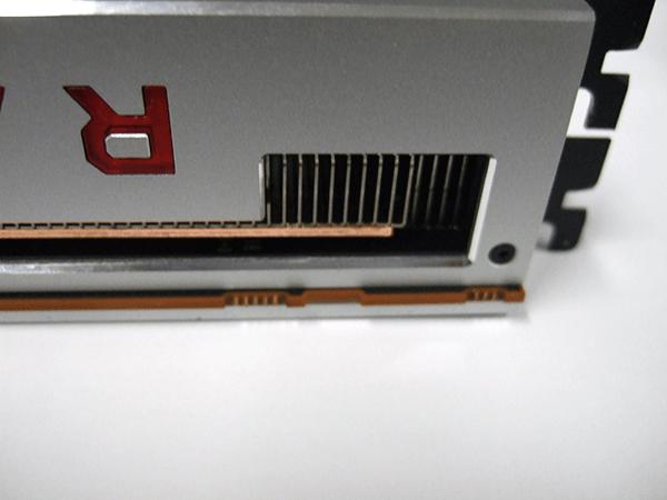 AMD Radeon VIIグラフィックスカードにはBIOS切り替え用DIPスイッチが無い