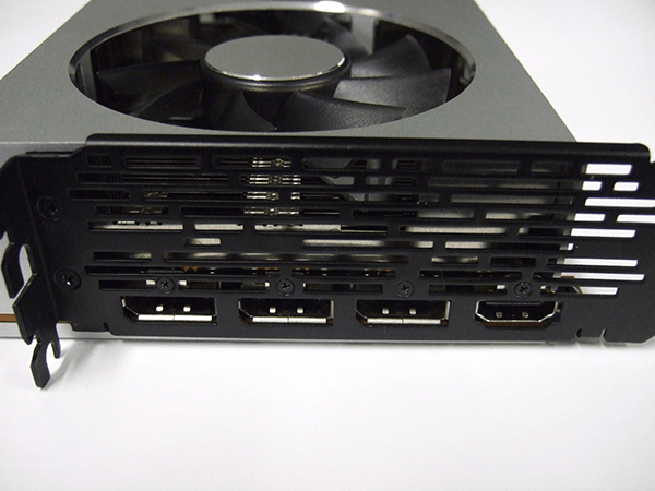 AMD Radeon VIIグラフィックスカードの出力端子