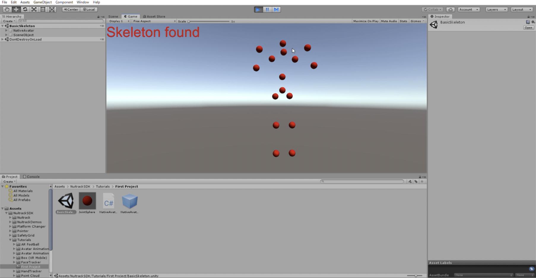 Xtion2が人を捉えると赤い玉の人型モデルが表示された